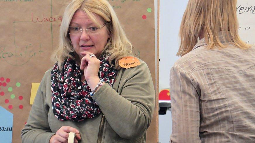 Frau Seminar aktiv