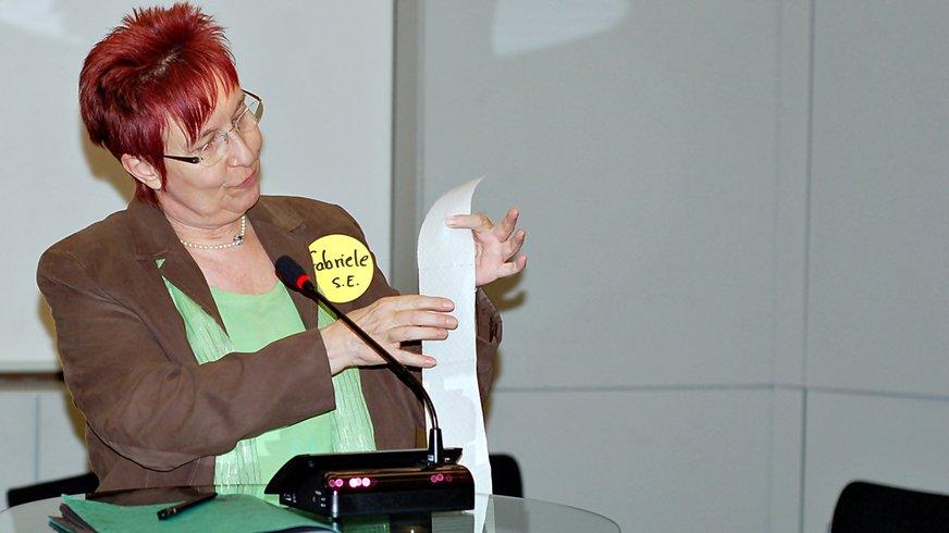 Frau Vortrag Rede Seminar
