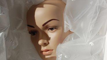 Frauenkopf einer Schaufensterpuppe