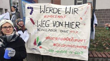Kreativ gegen #unbezahlt: betrieblich-schulische Azubis am Uniklinikum Gießen und Marburg