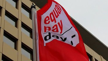 Fahne ,mit Logo zum Equal Pay Day
