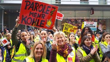 Rund 400 Kolleginnen und Kollegen aus ganz Bayern streikten bei H&M in Nürnberg (29.05.2019)