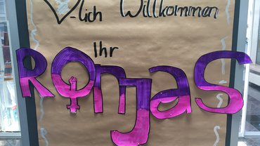 Ronja Begrüßung junge Frauen aktiv Veranstaltung